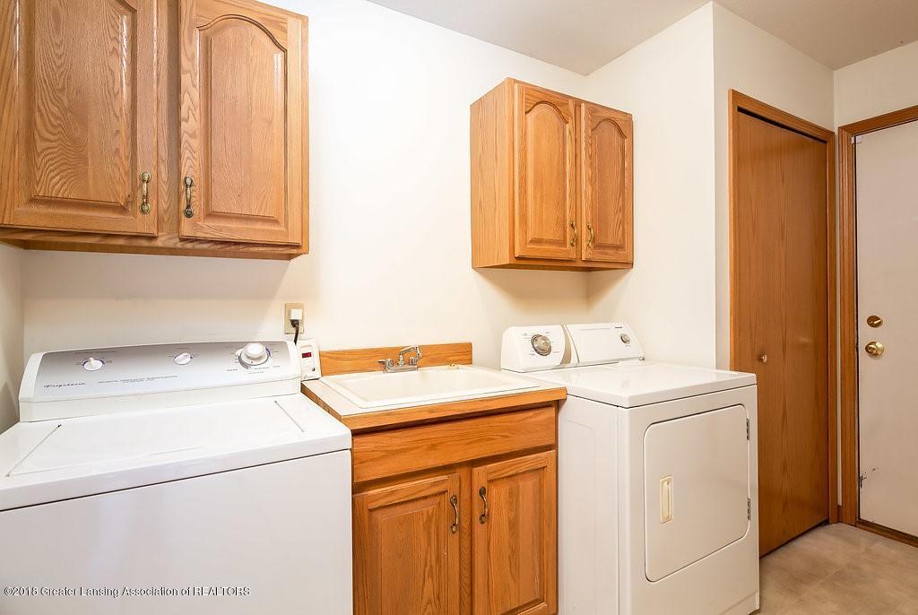 2438 Barnsbury Rd - Laundry Room-Mud Room - 26