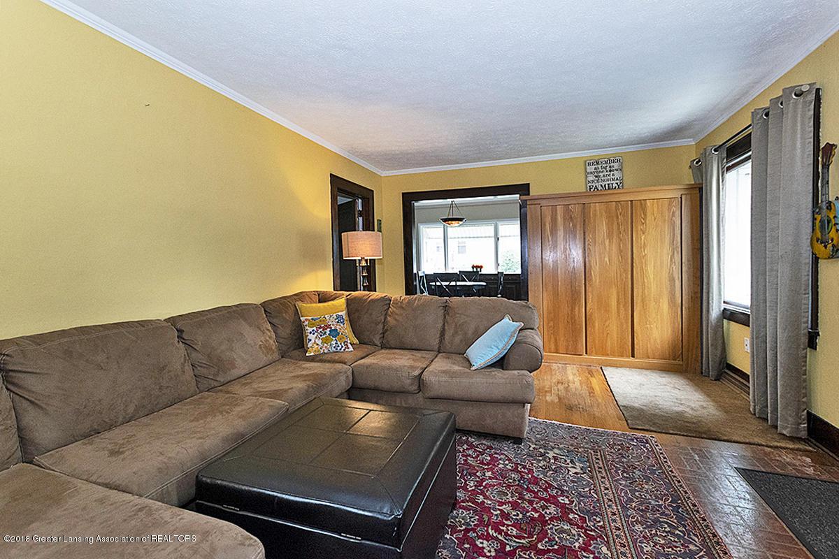 109 S Cedar St - 109 S Cedar- Entry Living Room - 3
