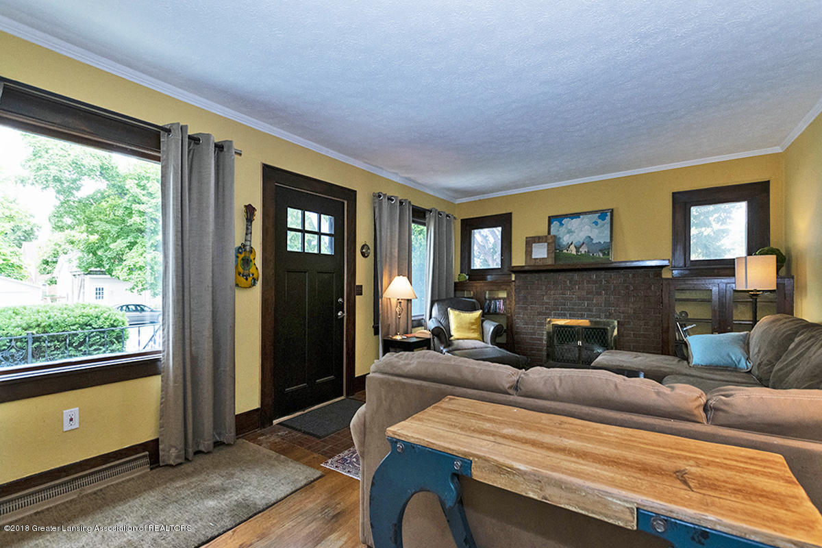 109 S Cedar St - 109 S Cedar- Entry Living Room Door - 10