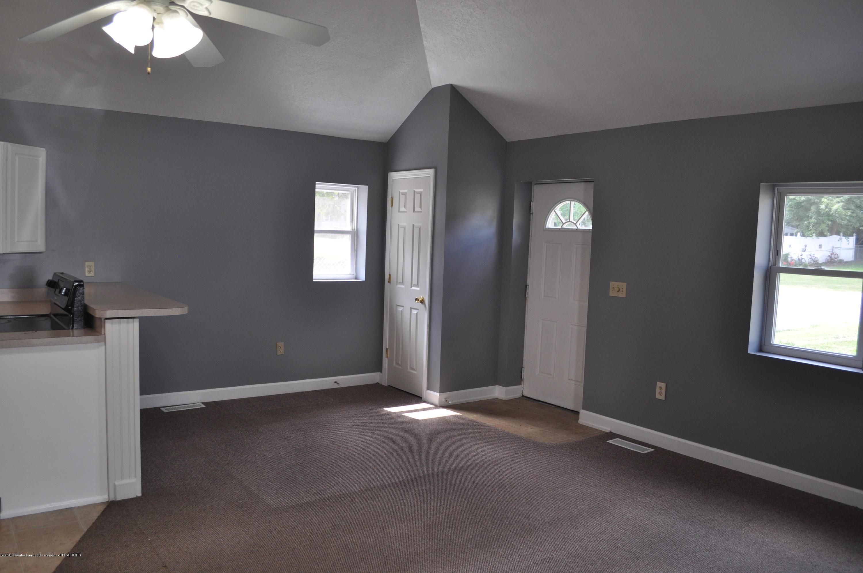 400 N Grace St - 400 N Grace-Living Room facing Entryway - 2