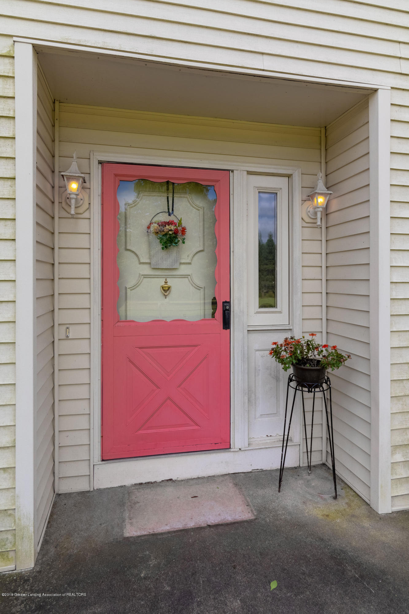 8057 Hunter Rd - Front Entry - 7