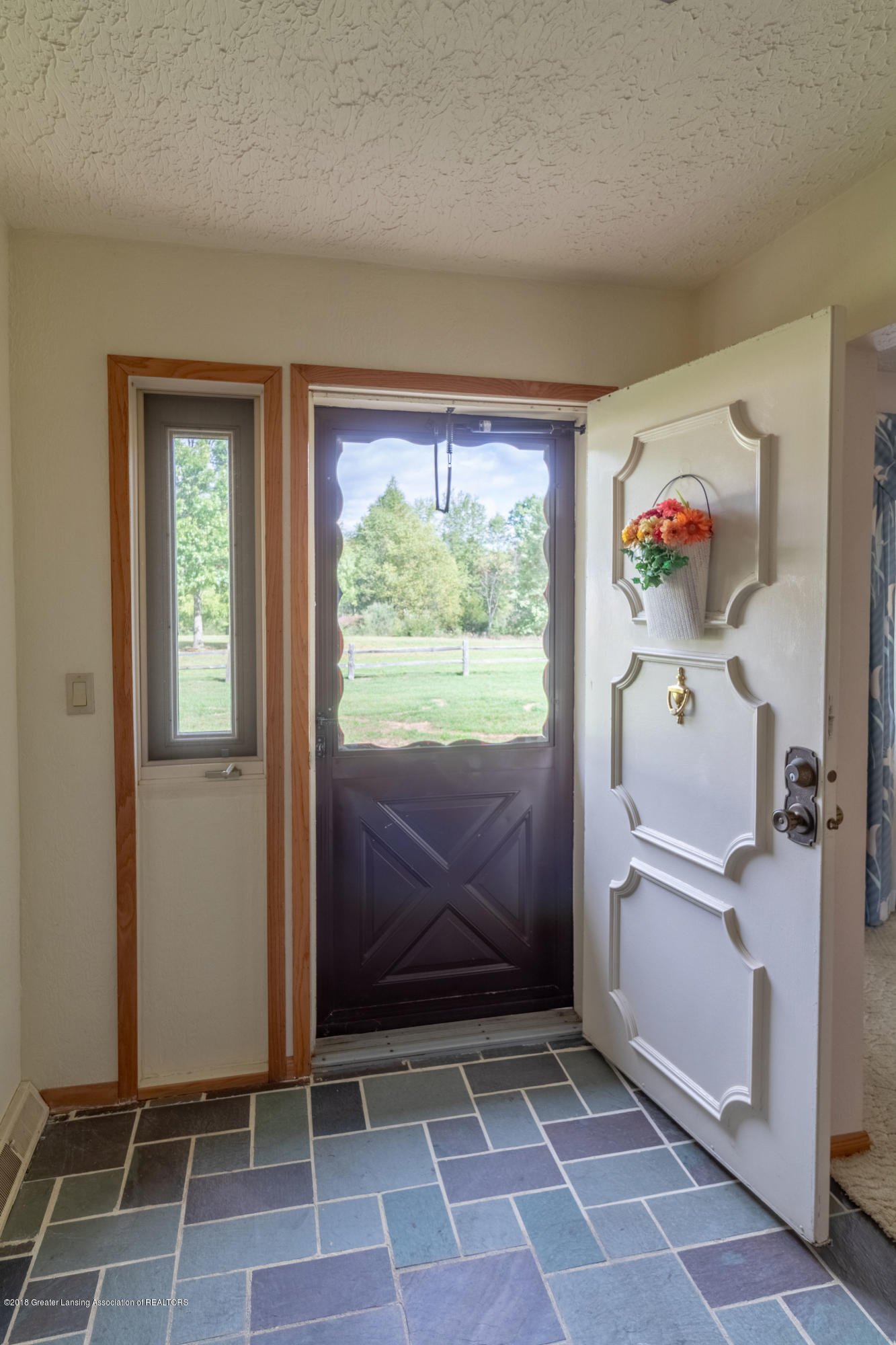 8057 Hunter Rd - Foyer - 8