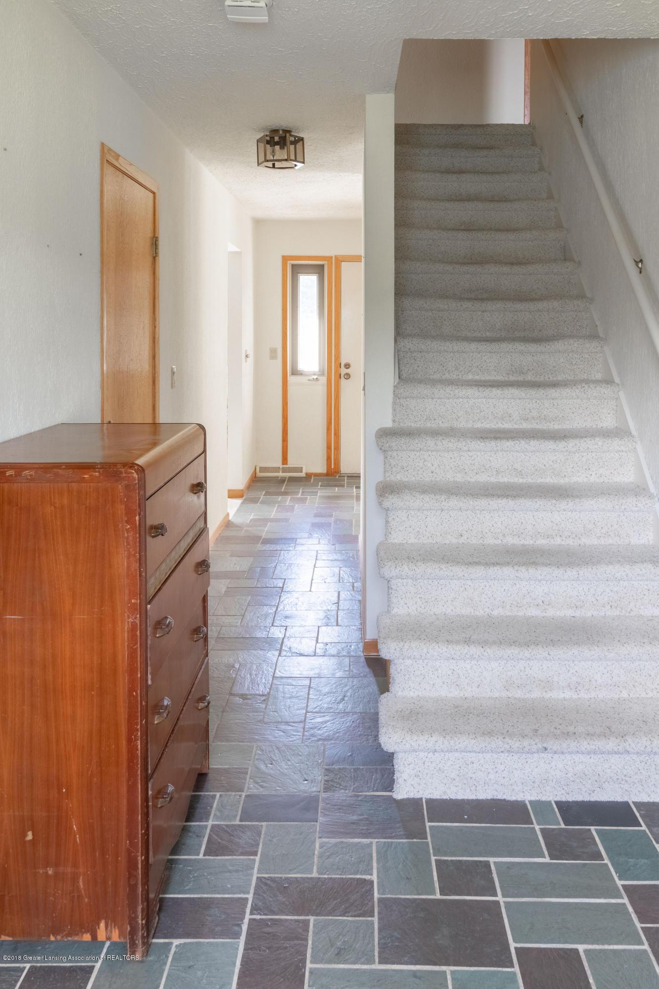 8057 Hunter Rd - Foyer - 10