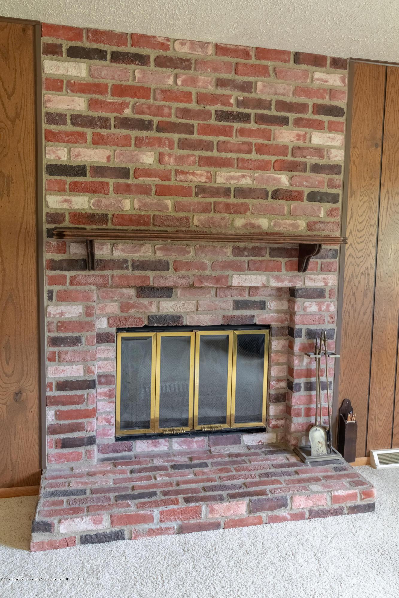 8057 Hunter Rd - Fireplace - 13