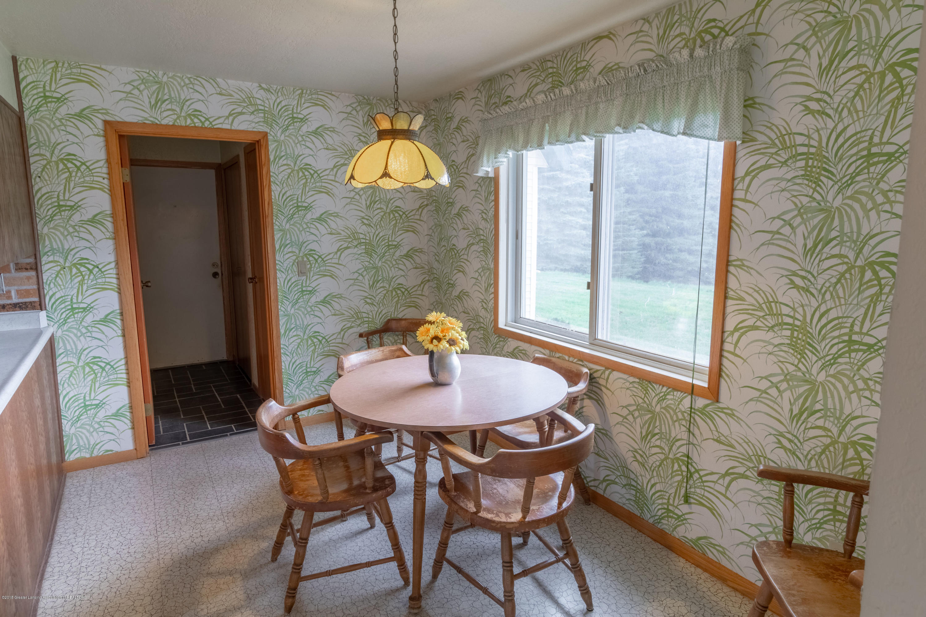 8057 Hunter Rd - Kitchen Eating Area - 18