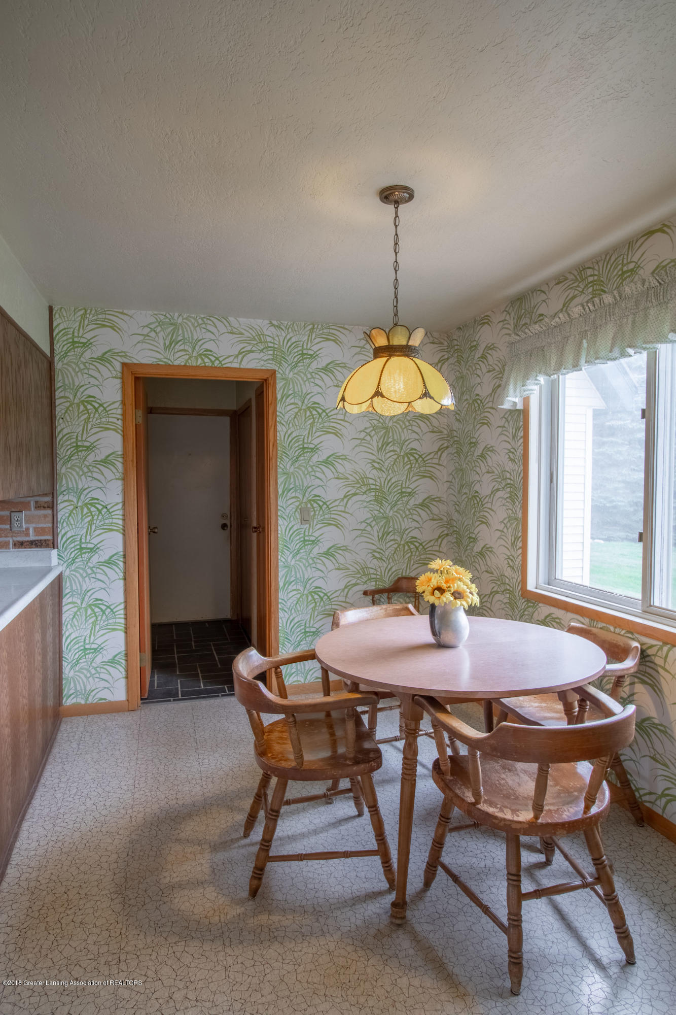 8057 Hunter Rd - Kitchen Eating Area - 19