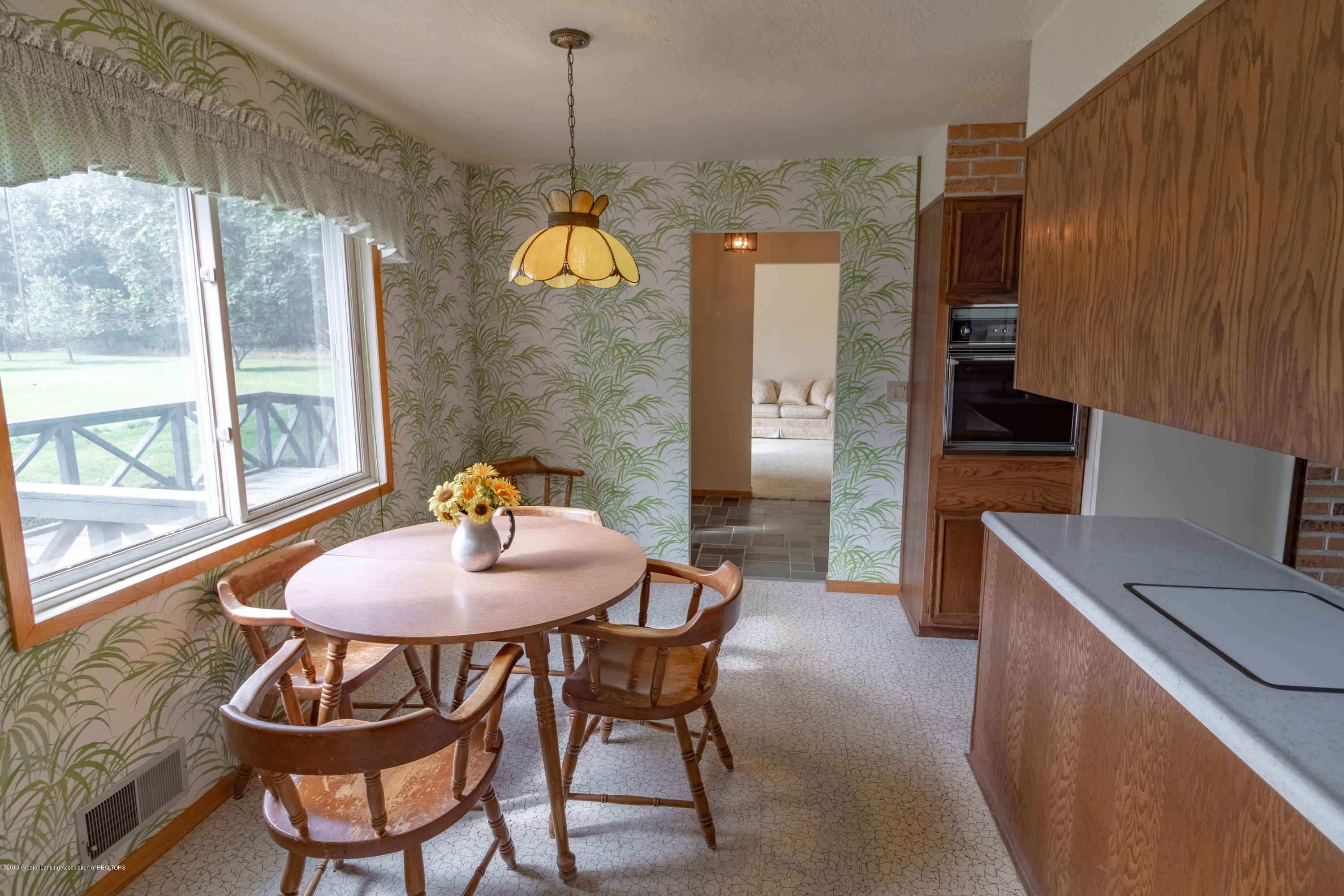 8057 Hunter Rd - Kitchen Eating Area - 25