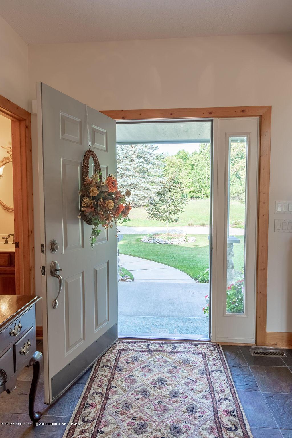 8502 Doyle Rd - Foyer - 7