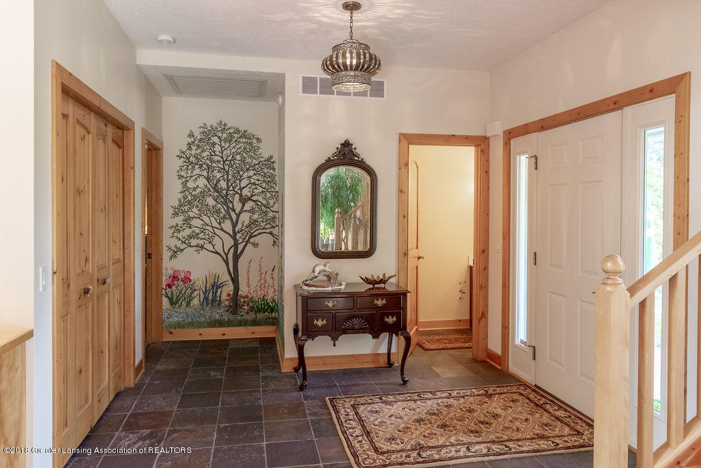 8502 Doyle Rd - Foyer - 8