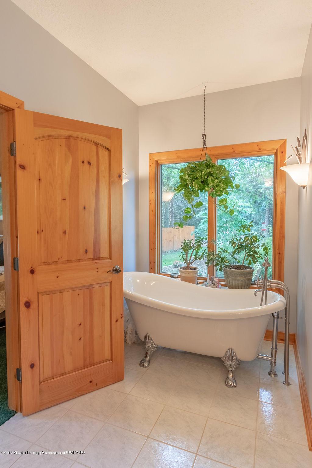 8502 Doyle Rd - Master Bath - 33