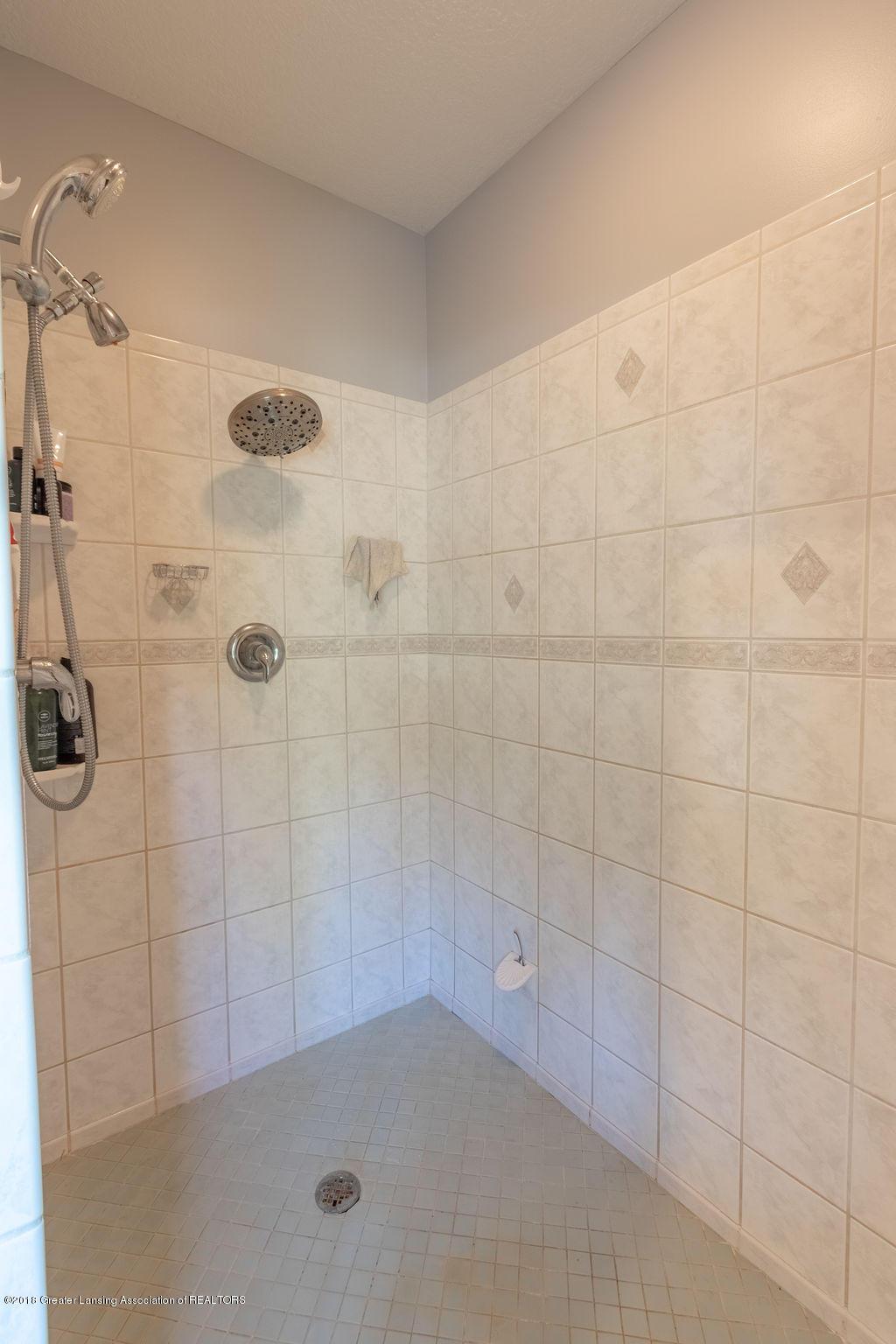 8502 Doyle Rd - Master Bath - 36
