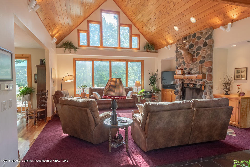 8502 Doyle Rd - Great Room - 10