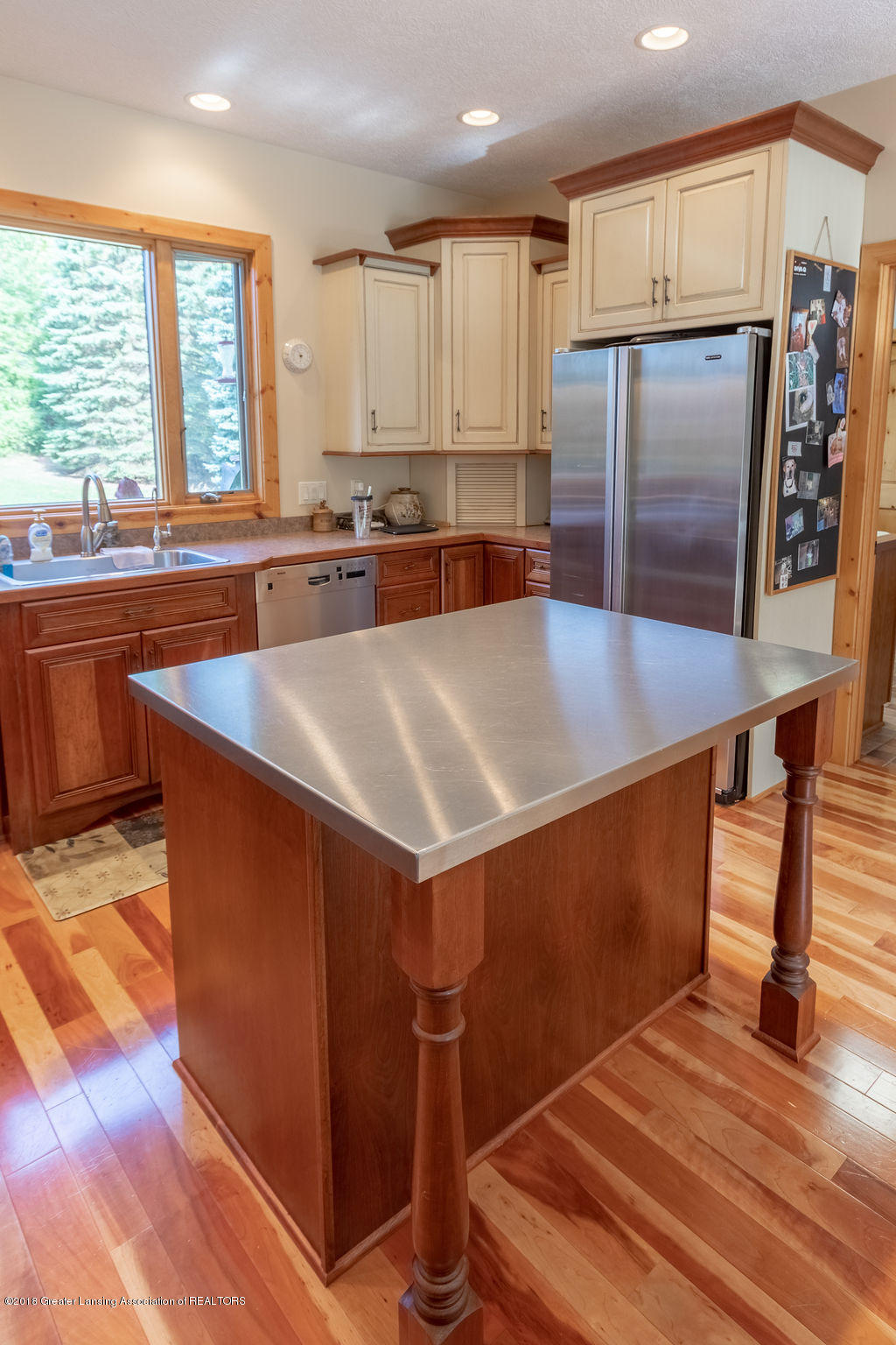 8502 Doyle Rd - Kitchen - 24