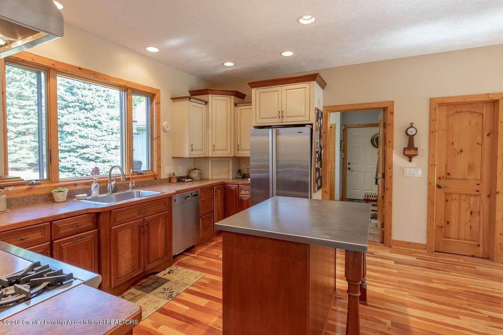 8502 Doyle Rd - Kitchen - 22