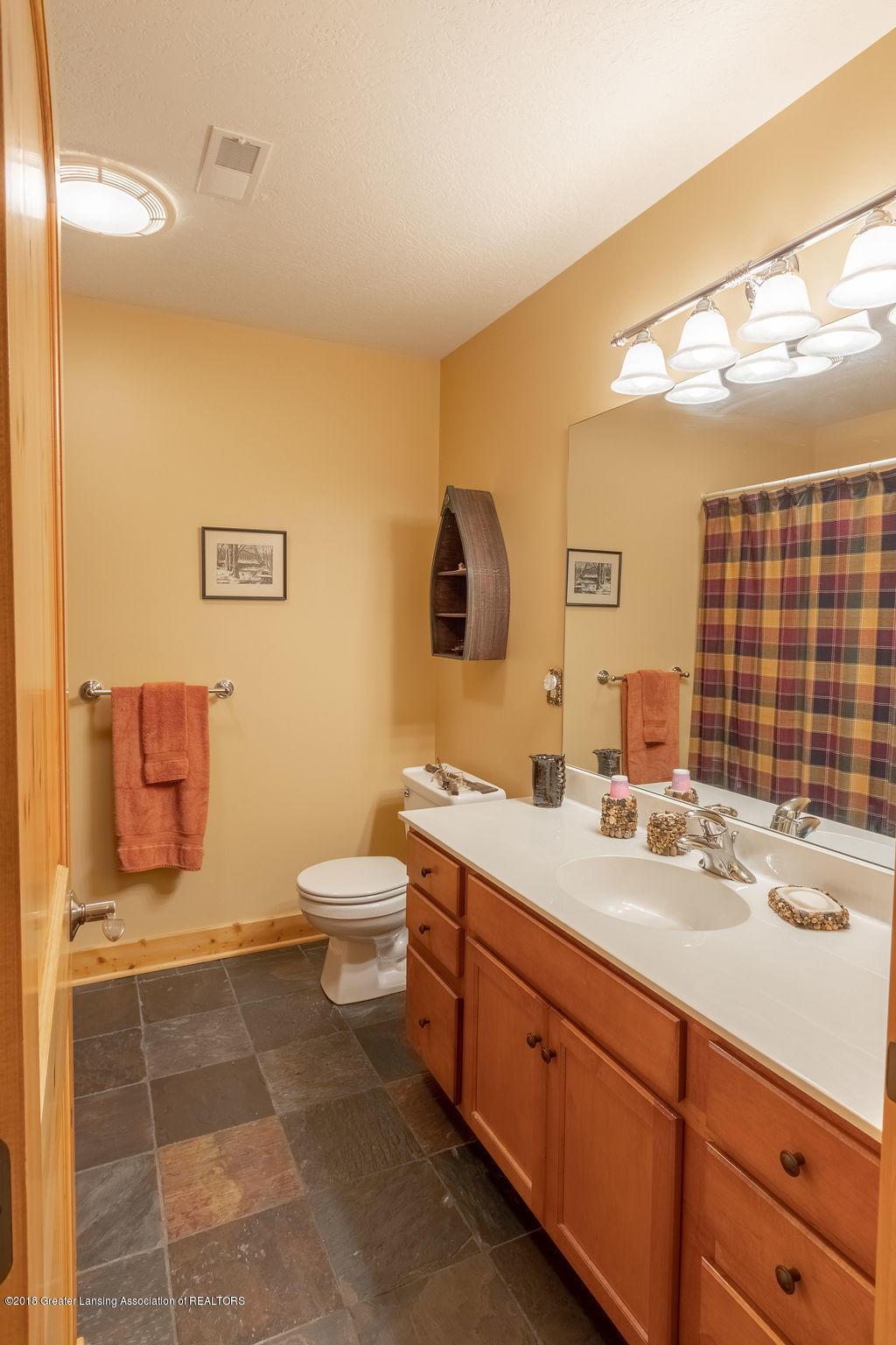 8502 Doyle Rd - Full Bath - 42