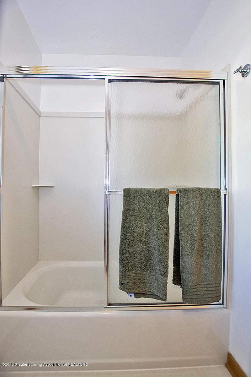 4387 Satinwood Dr - 4387 Satinwood- 2nd Floor Main Bathtub - 31