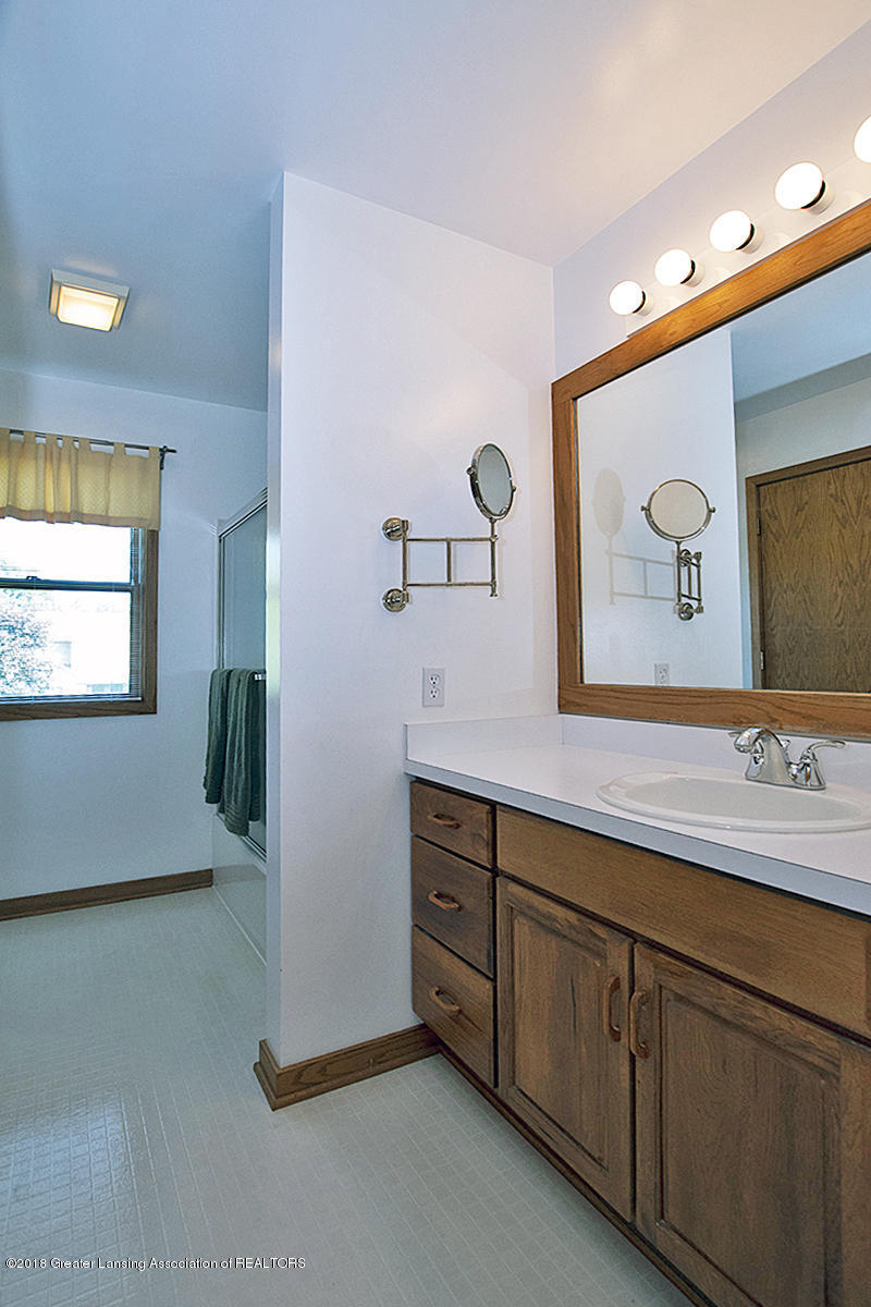 4387 Satinwood Dr - 4387 Satinwood- Main Bath 1st Flr Vanity - 23