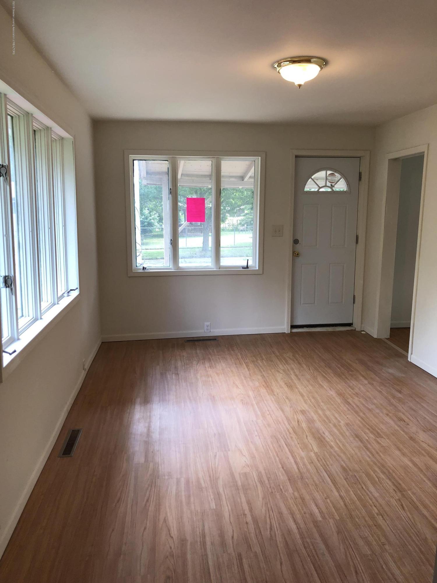 816 Alger Ave - Living room - 5
