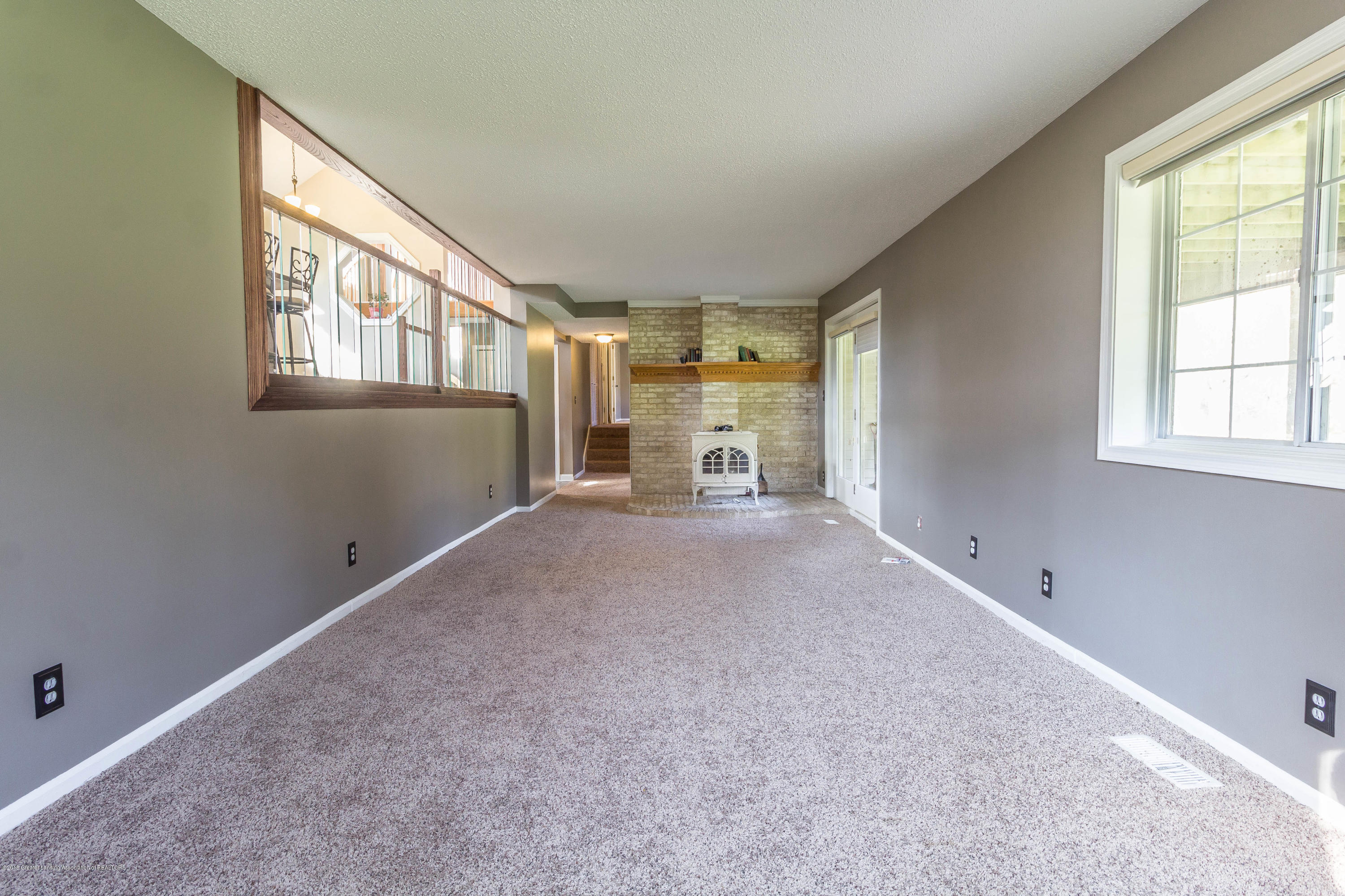 1656 W 5 Point Hwy - Living room - 12