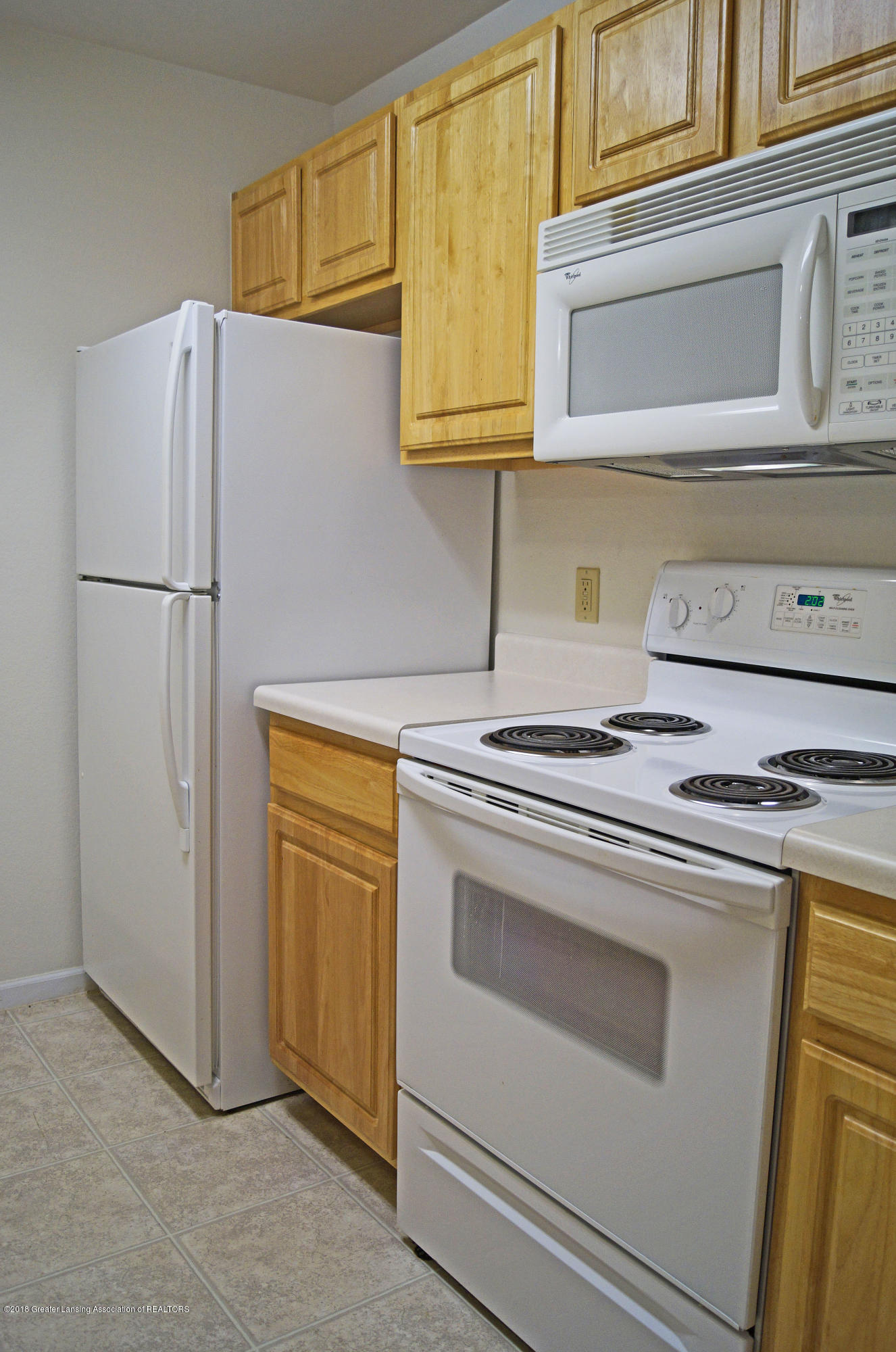 338 W Saginaw St UNIT 9 - Kitchen - 8