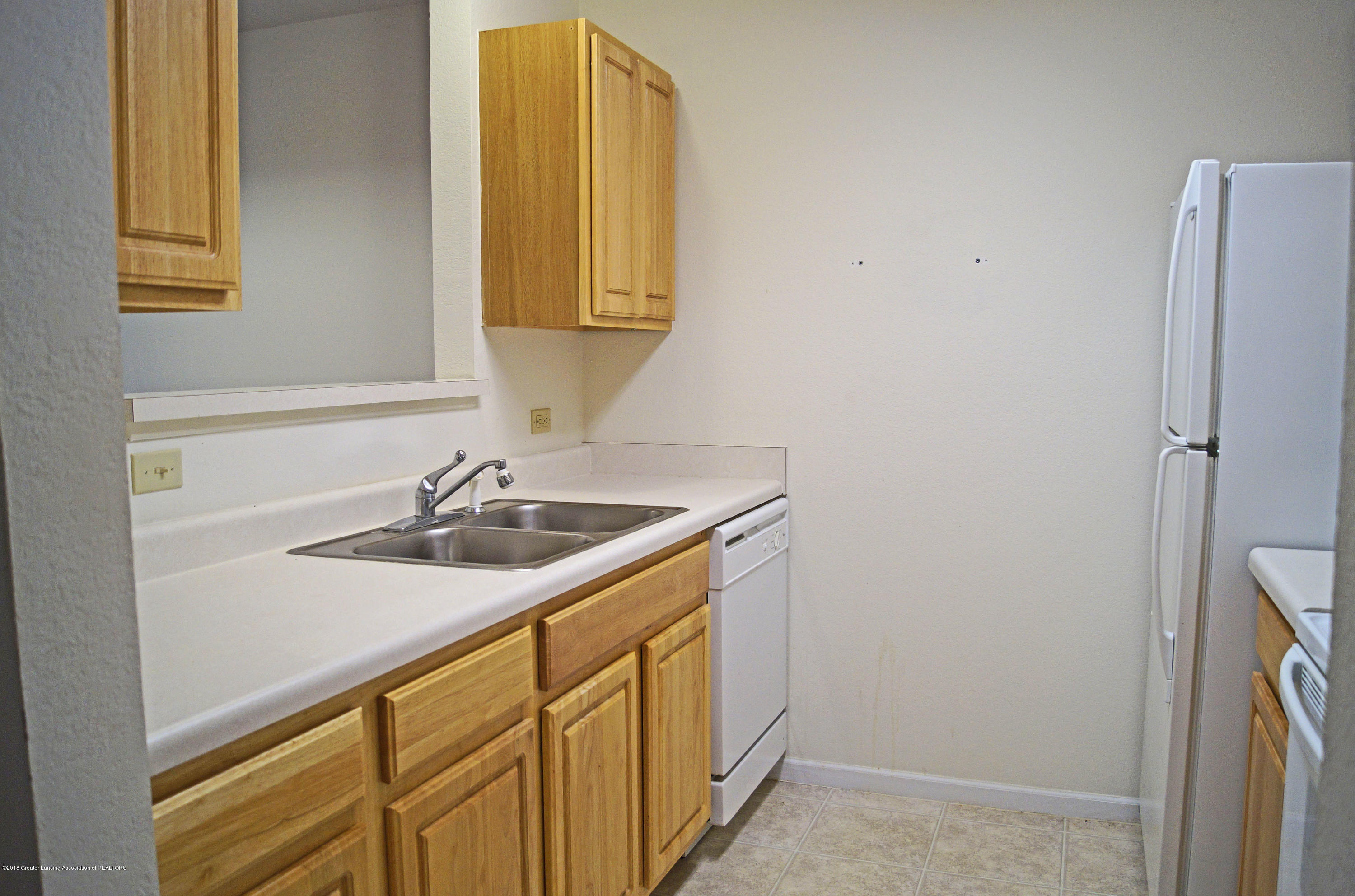 338 W Saginaw St UNIT 9 - Kitchen - 10