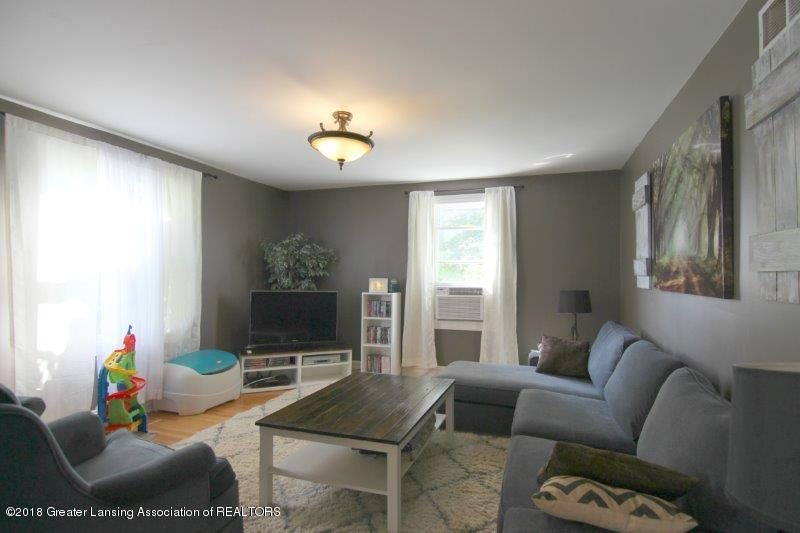7171 N Fowlerville Rd - jFowlerville Rd Great Room - 3