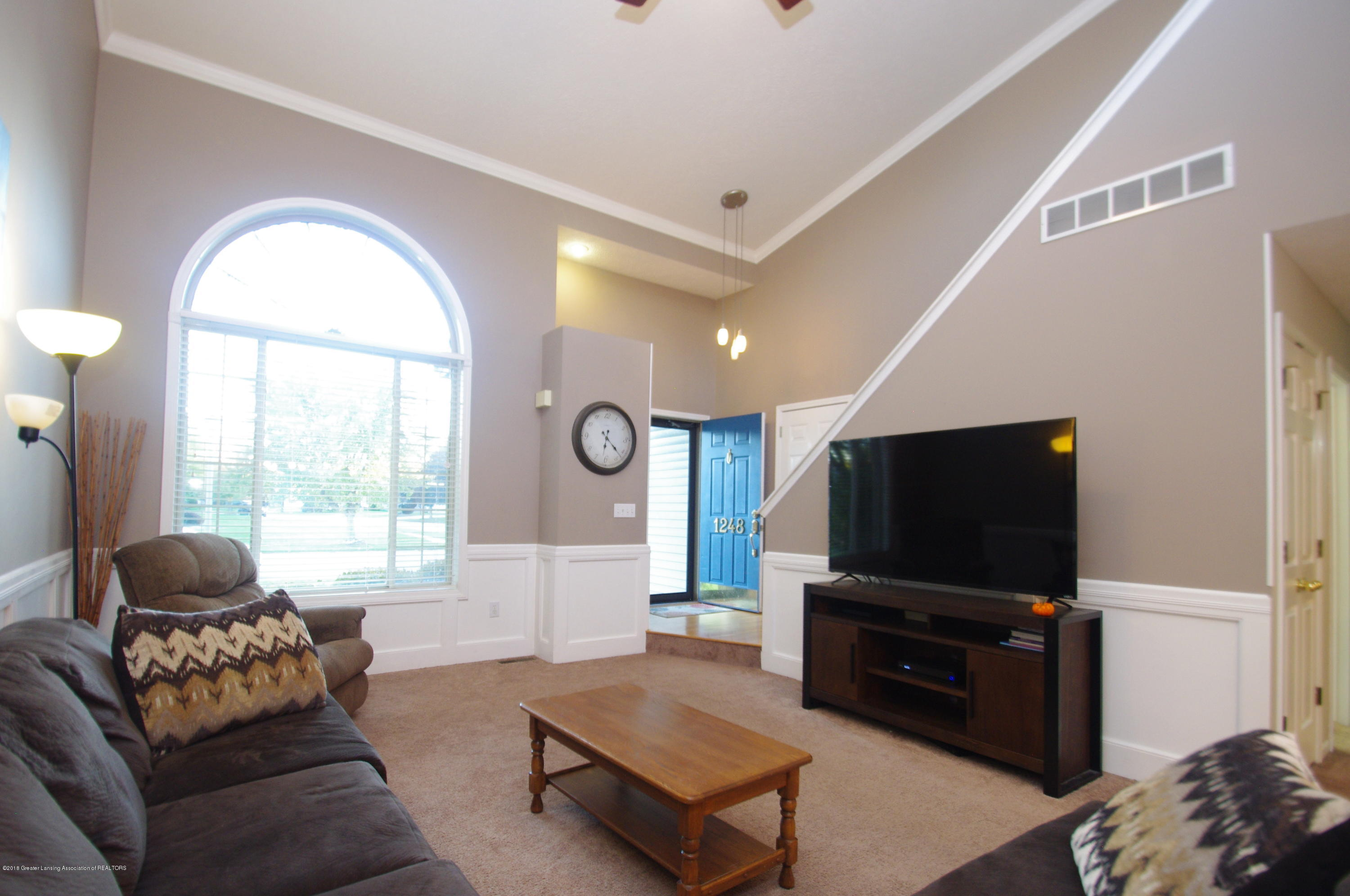 1248 Calumet Dr - Living Room - 8