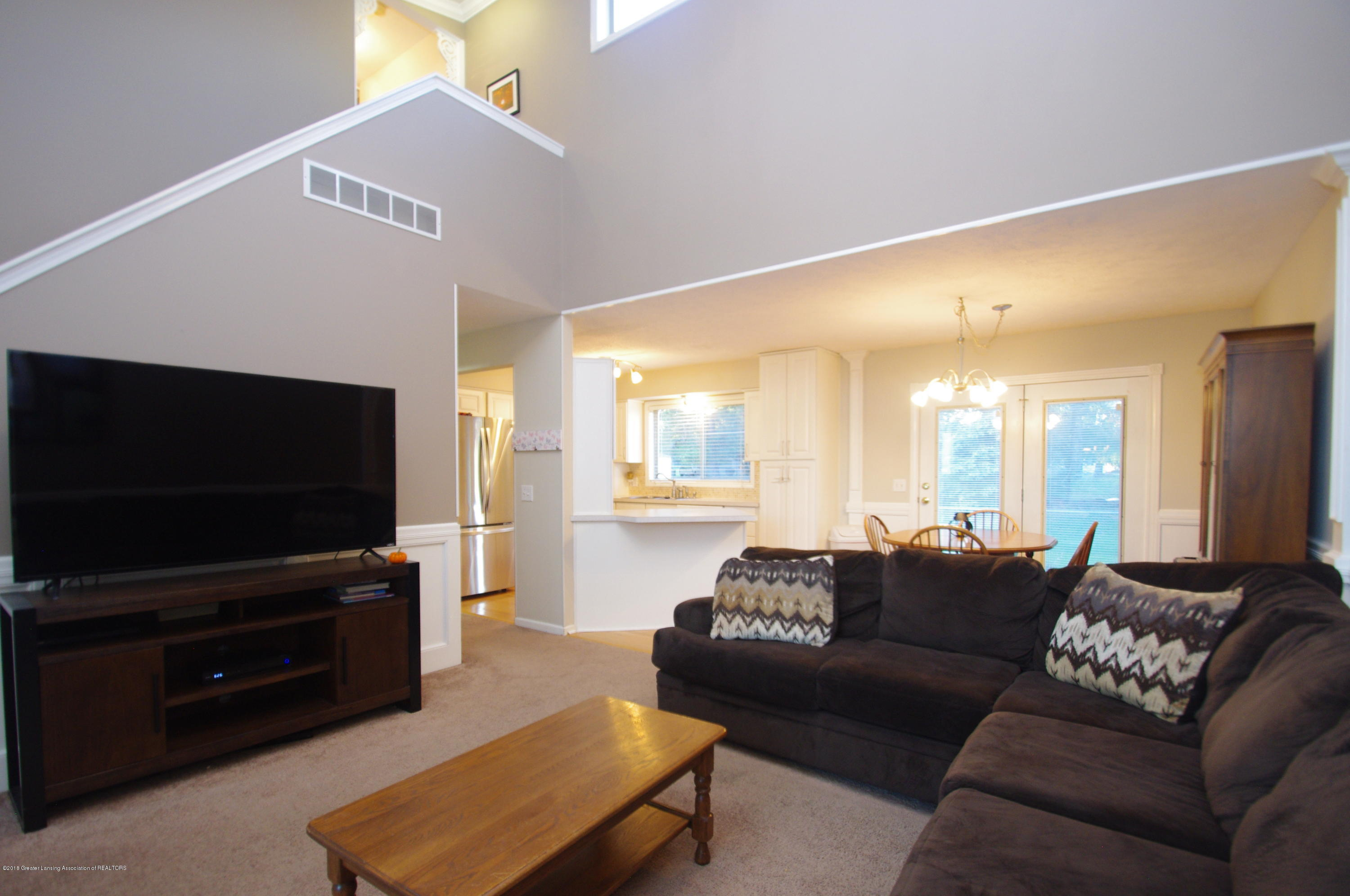 1248 Calumet Dr - Living Room - 9