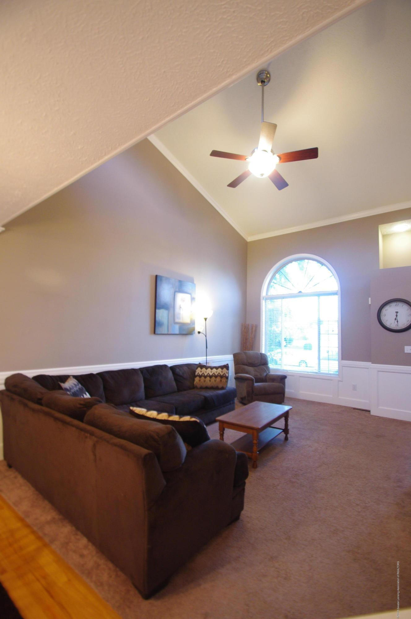 1248 Calumet Dr - Living Room - 18