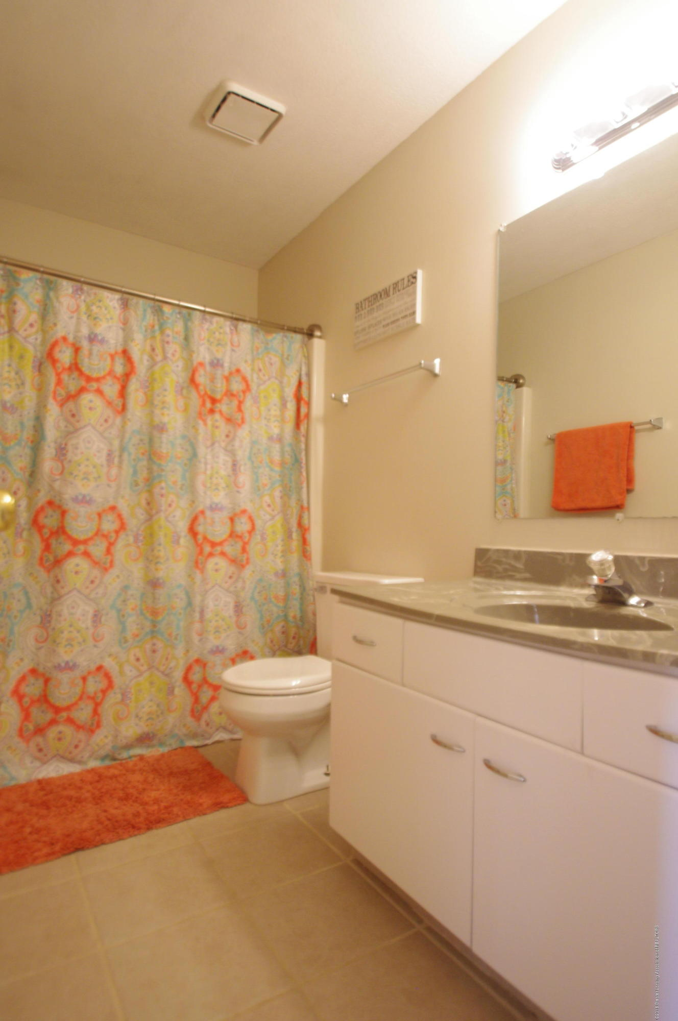 1248 Calumet Dr - Upstairs Bathroom - 28