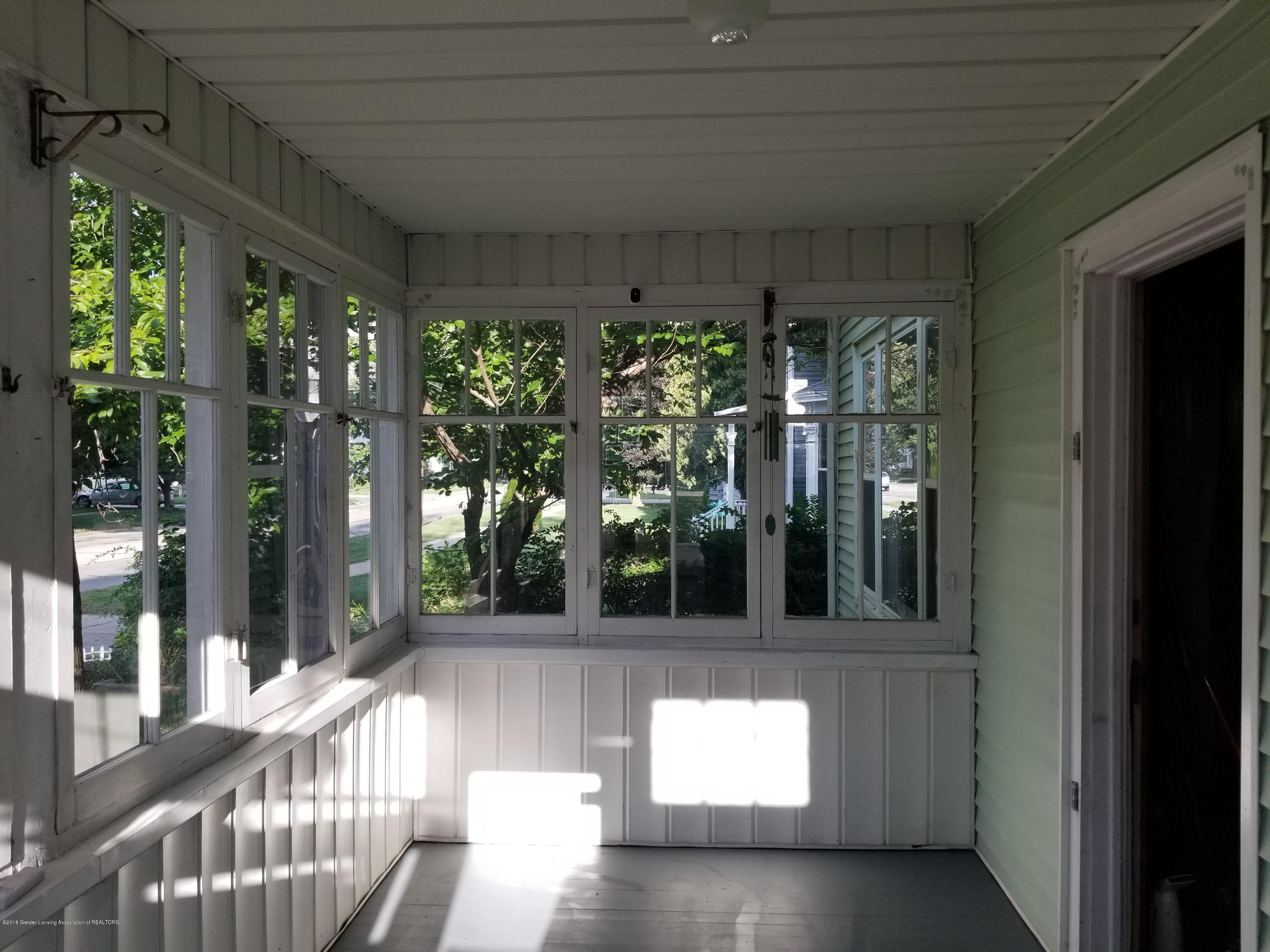 302 E State St - Front Porch - 3