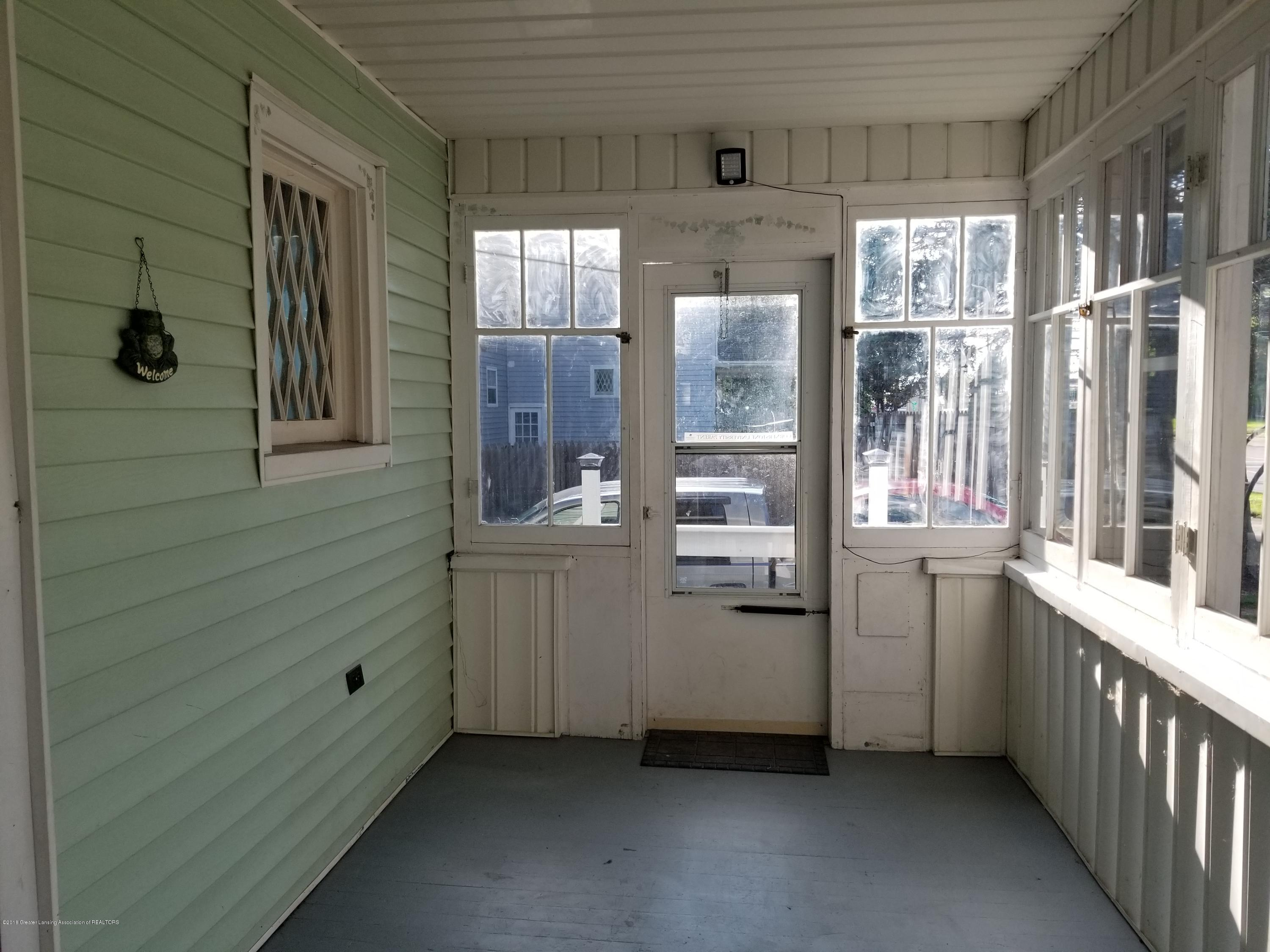 302 E State St - Front Porch - 4