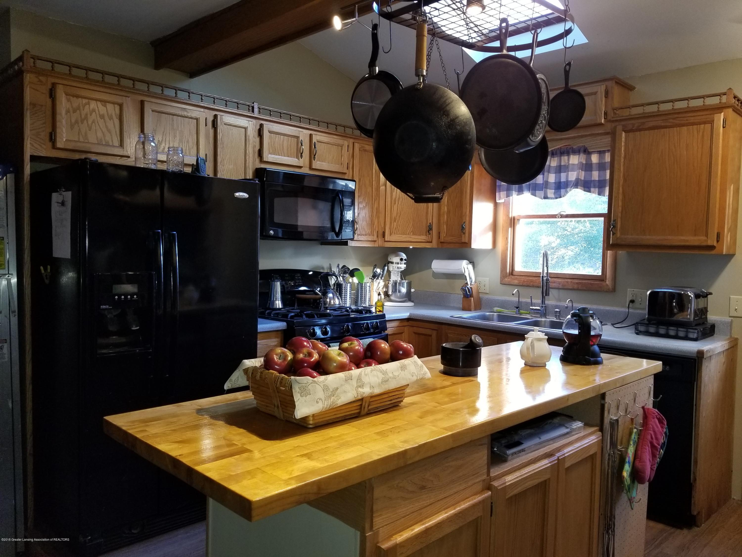302 E State St - Kitchen - 17