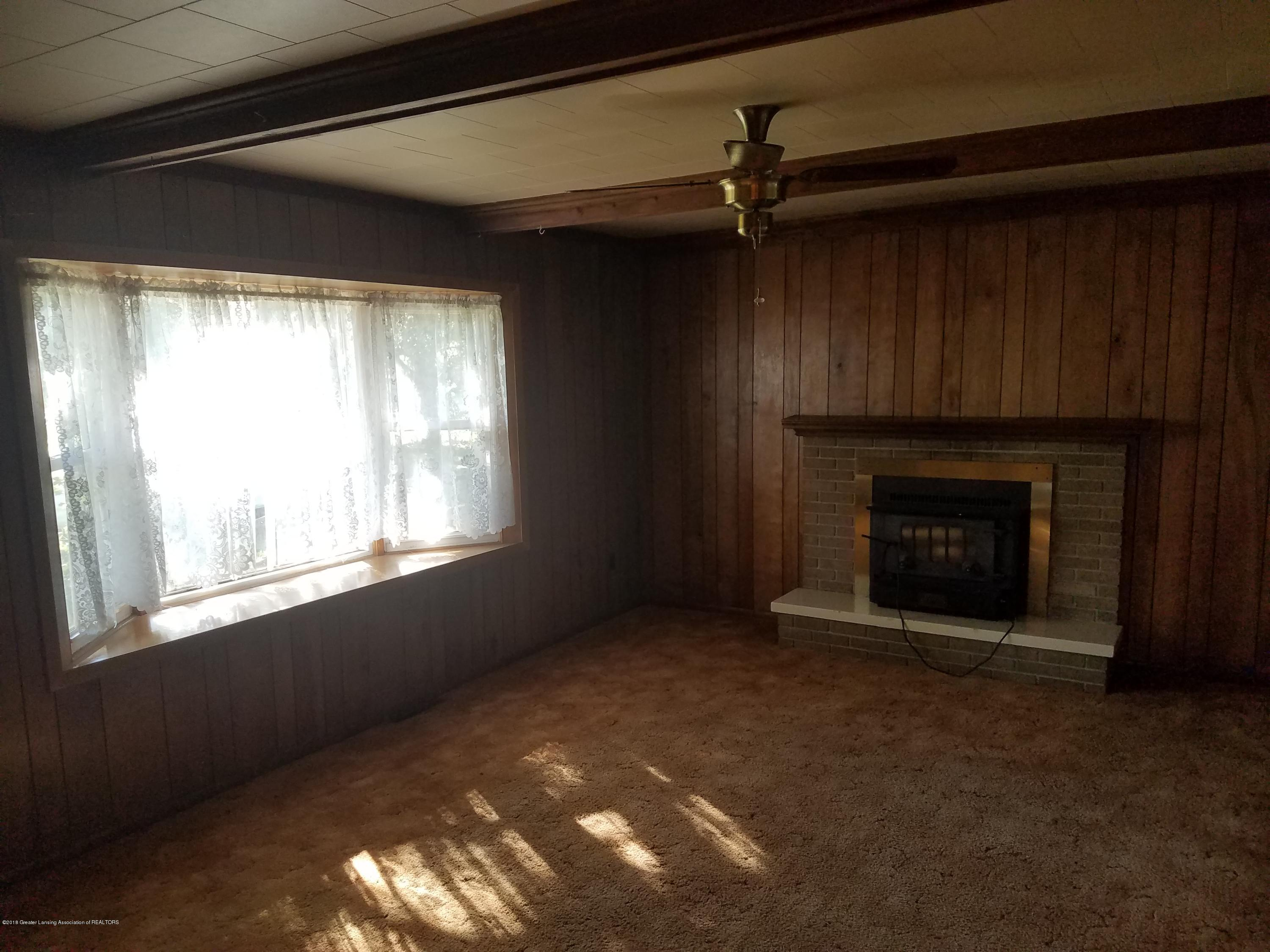 604 S Baker St - Family Room - 9