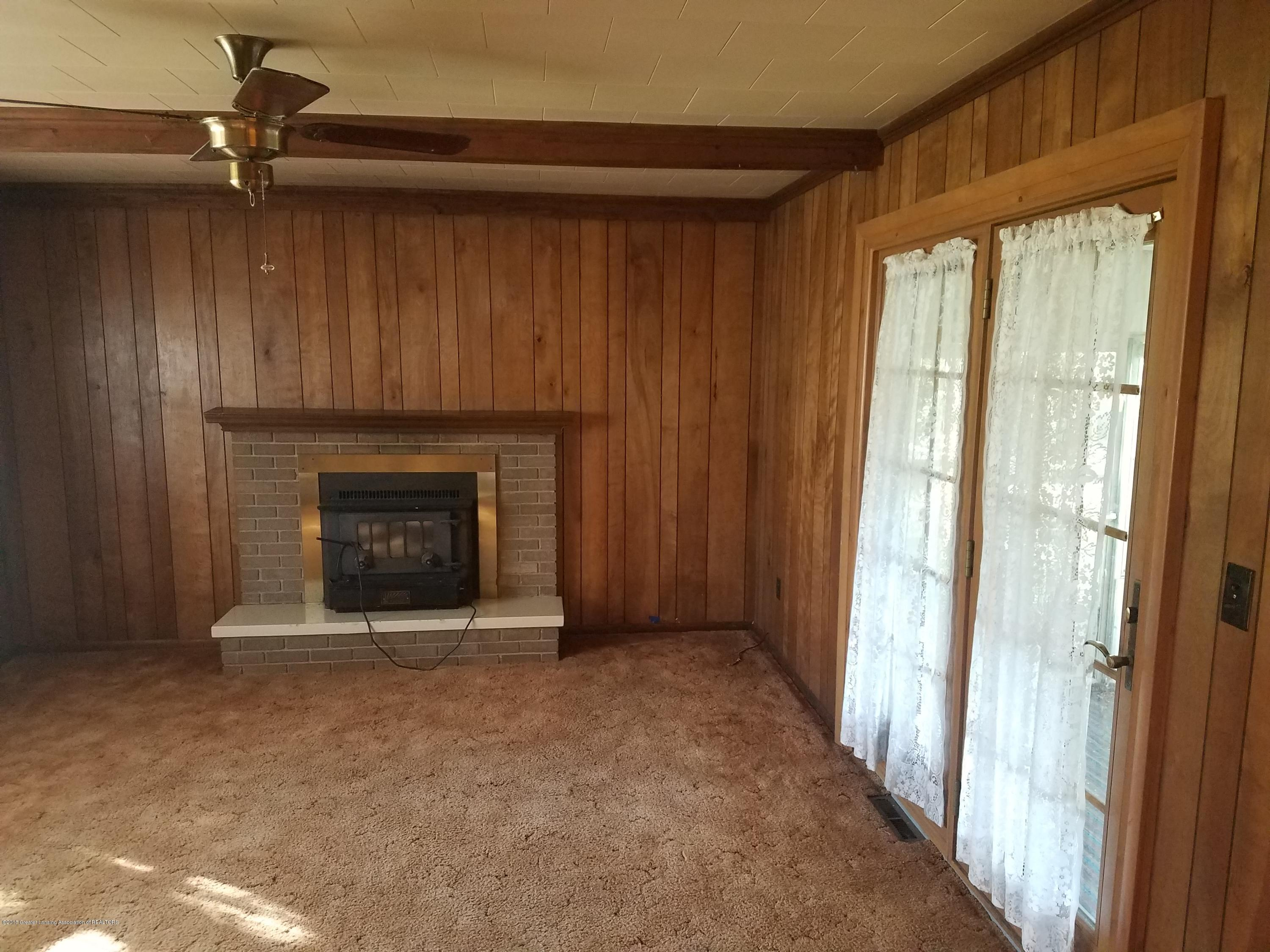 604 S Baker St - Family Room - 10