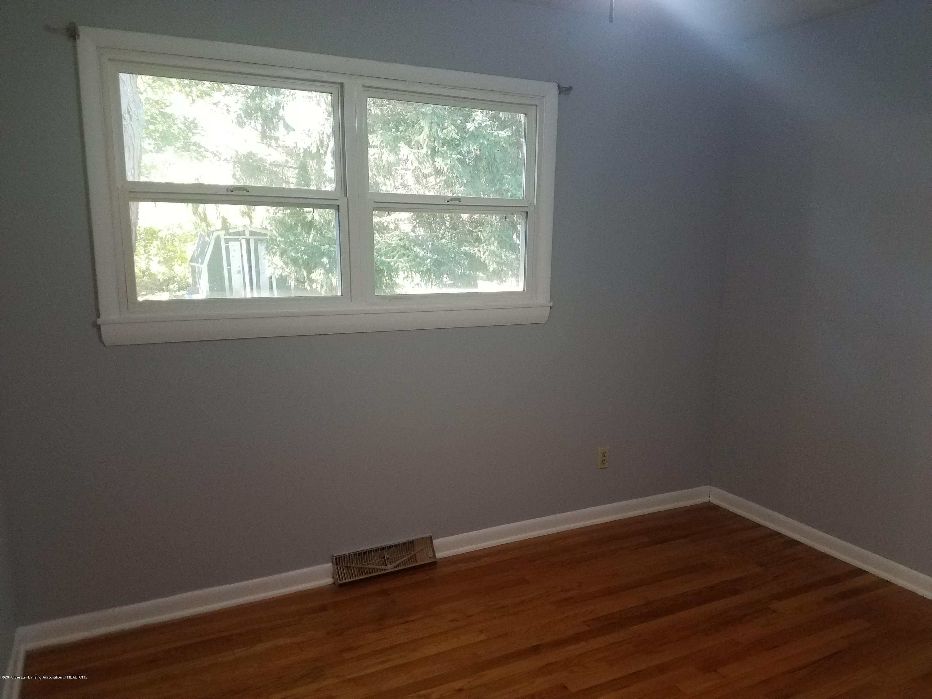 604 S Baker St - Bedroom - 16