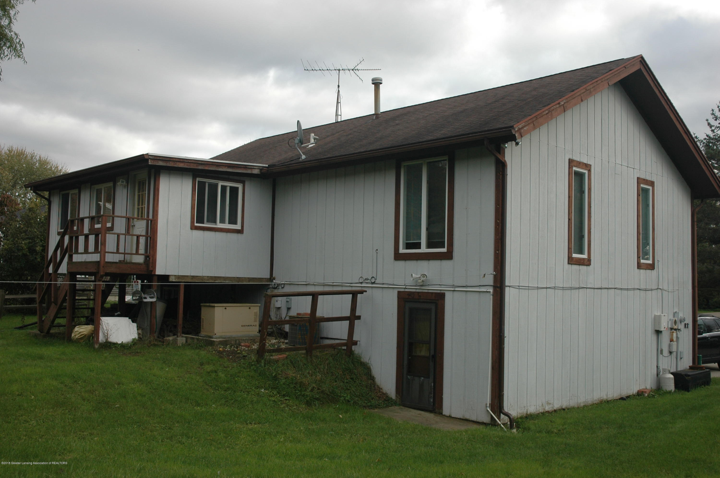 1909 Maple Shade Dr - Back of Home View - 29