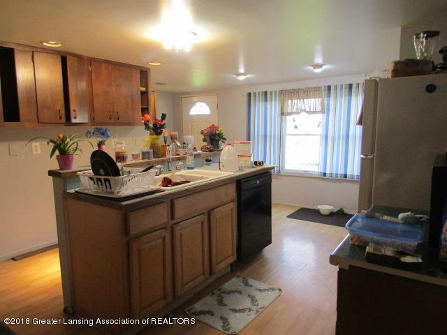 6491 Park Lake Rd - Laminate Floors - 4