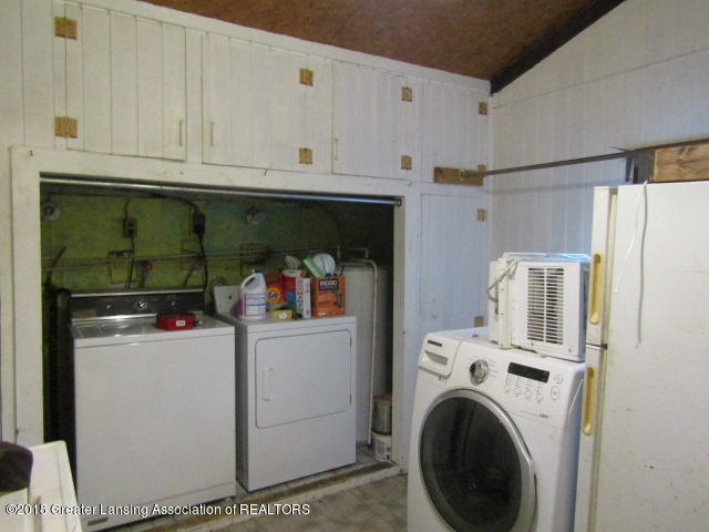 6491 Park Lake Rd - Large Laundry Room - 6