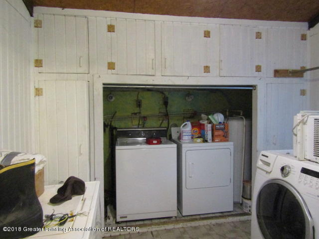 6491 Park Lake Rd - Built In Cabinets - 7