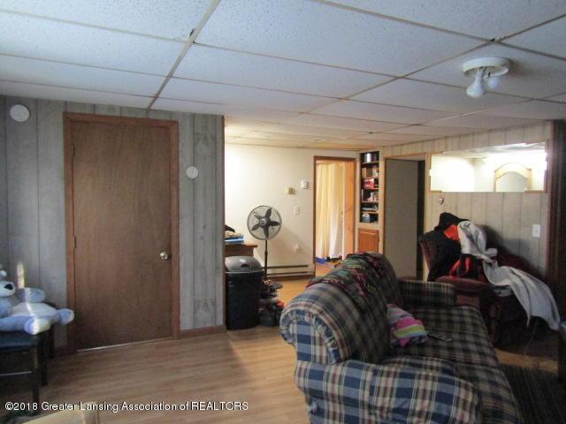 6491 Park Lake Rd - Laminate Flooring - 16