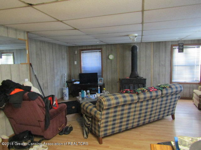 6491 Park Lake Rd - Large Living Room - 15