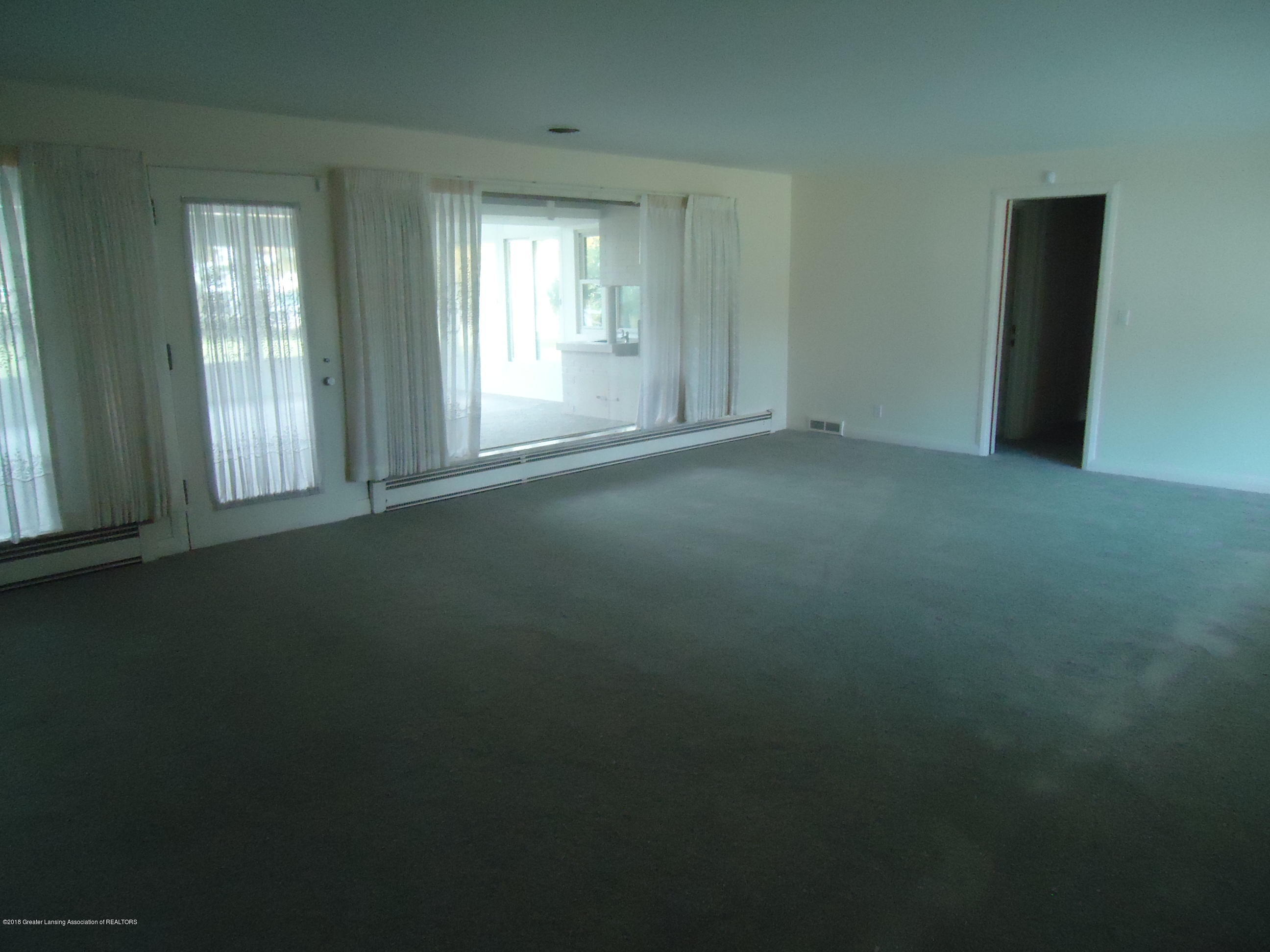 333 S Sheldon St - LR New Carpet - 45