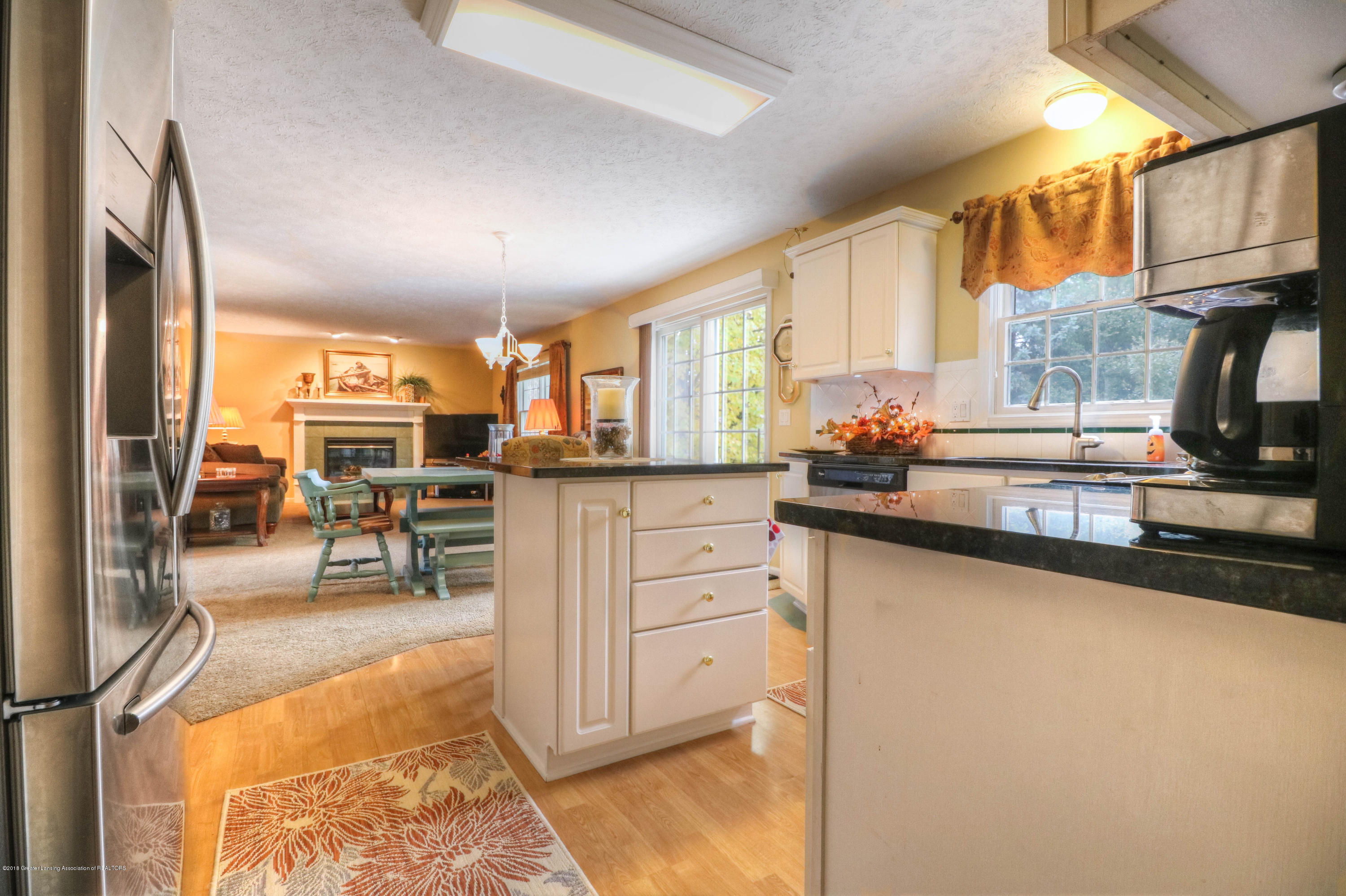 910 Oneida Woods Trail - Kitchen & Living Room - 8