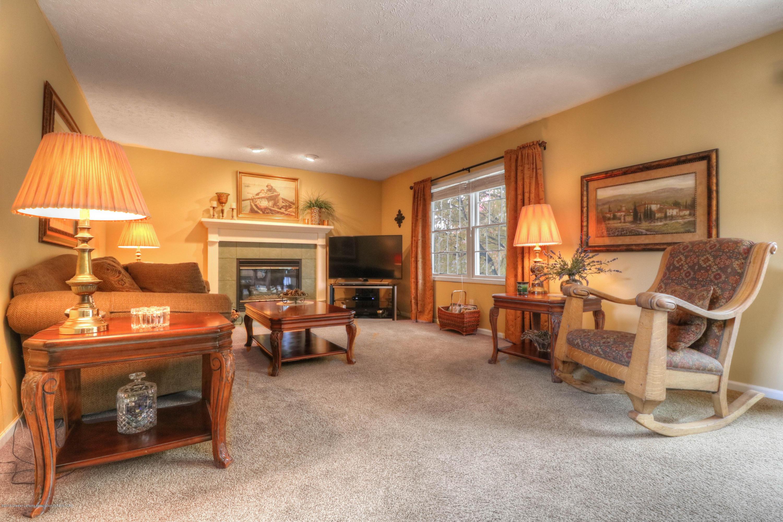 910 Oneida Woods Trail - Living Room - 9