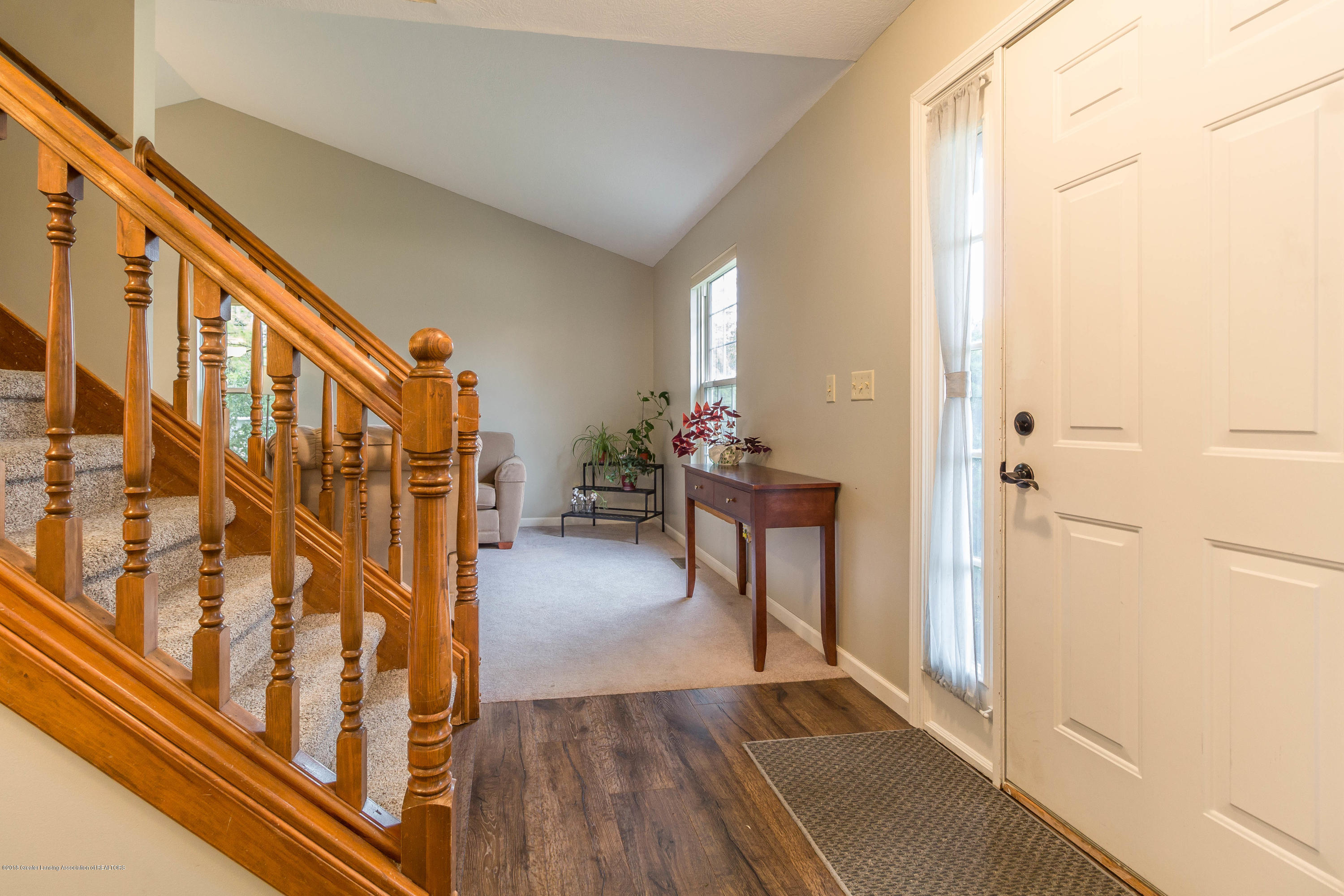 1945 Hollowbrook Dr - foyer - 7