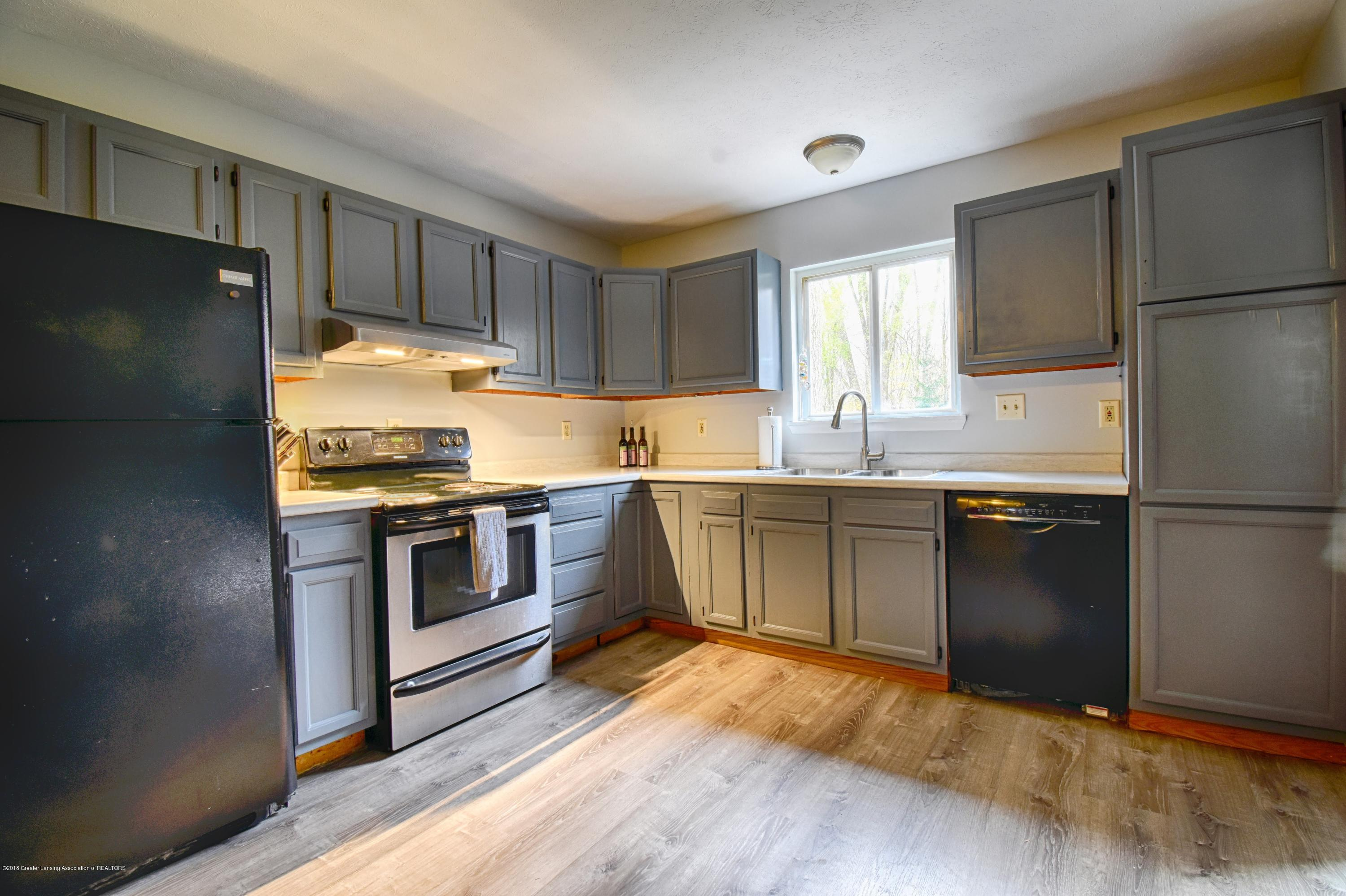 2029 W Miller Rd - Kitchen - 4