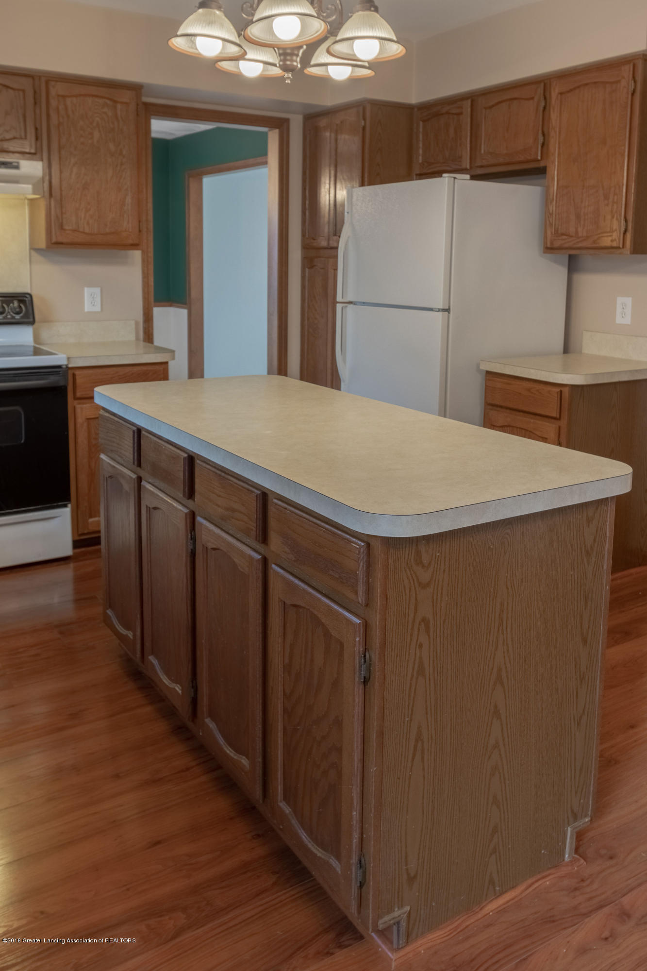 3981 Breckinridge Dr - Kitchen - 18