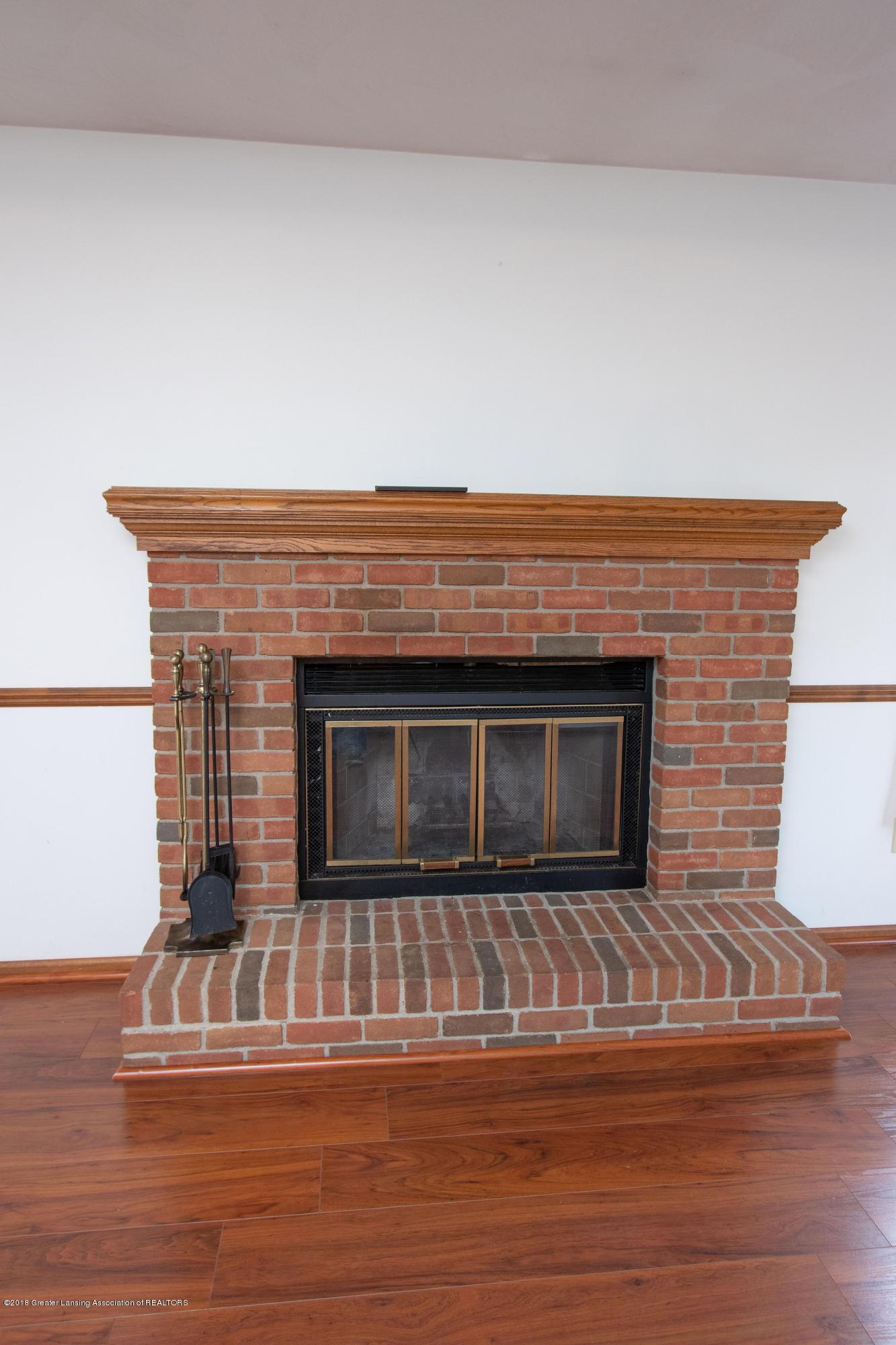 3981 Breckinridge Dr - Family Room Fireplace - 25