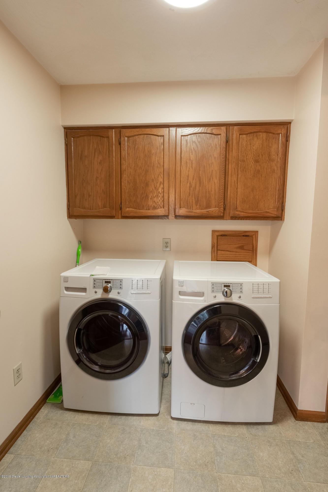 3981 Breckinridge Dr - Main Floor Laundry - 26